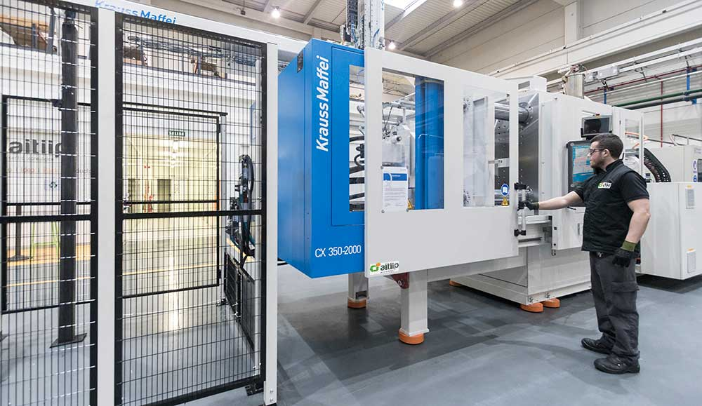 A new injection machine Krauss Maffei CX 350-2000 is available for our customers